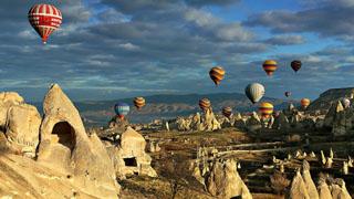 http://www.cappadociaturkey.net/wp-content/uploads/2014/01/cappadocia_balloon.jpg